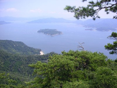 Miyajima_mountaintop_view_by_Kezeru