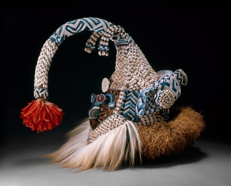 AIC_Mukenga_funeral_mask_with_monkey_ruff_7b
