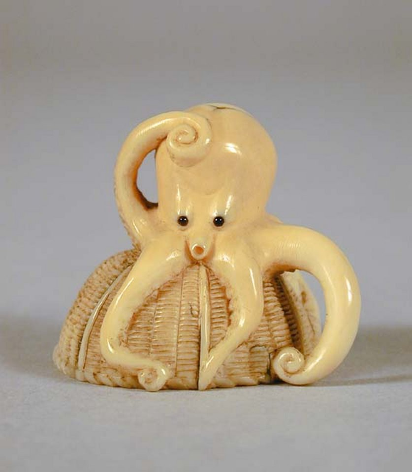 Pacific_Asian_Museum_ivory_octopus_netsuke_7b