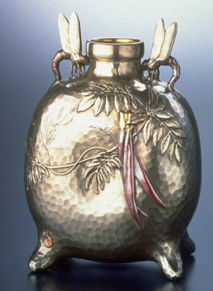 Walters_ca.1879_Tiffany_silver_vase_tombo_7d