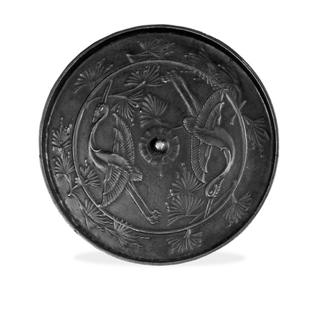 BM_12th_c_bronze_mirror_with_cranes_7b