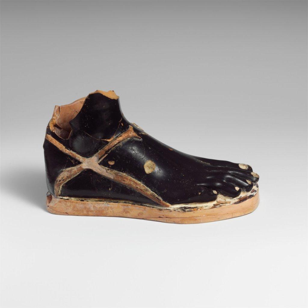 MMA_terra_cotta_vase_5th_c.B.C,_sandaled_foot_7b
