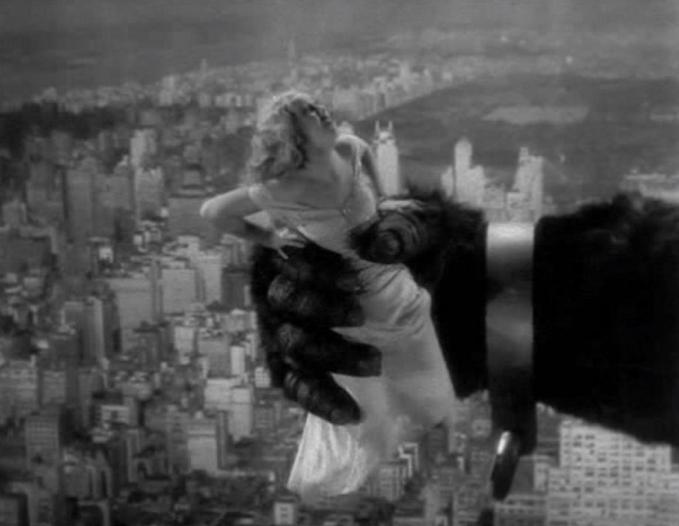 Fay_Wray_in_the_grasp_of_King_Kong_7c